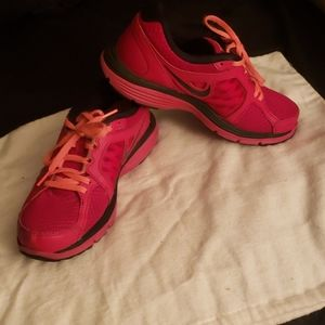 Nike Pink Dual Fusion Fitsole Sneakers 6.5